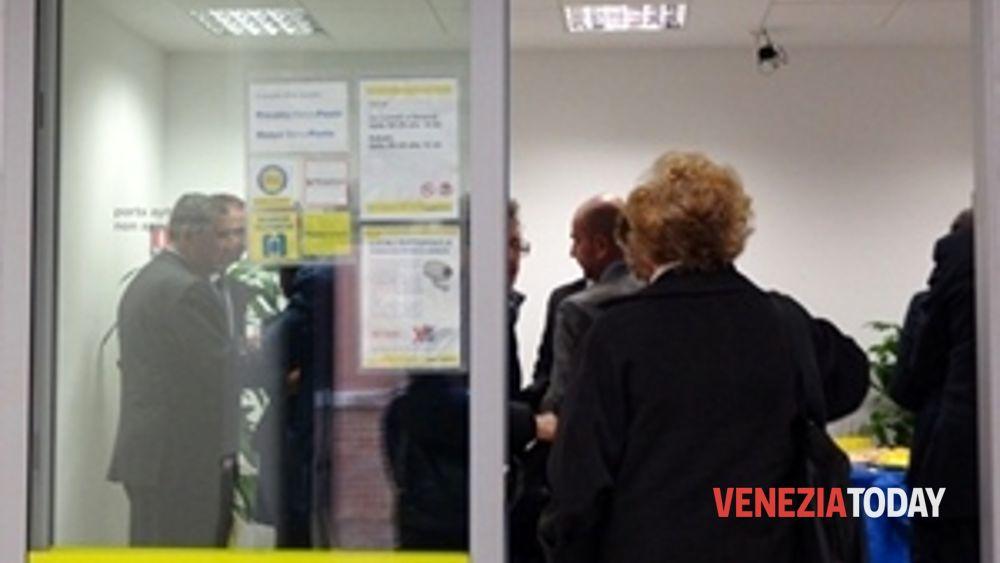 Nuovo Ufficio Postale Milano : Nel nuovo ufficio postale di calle priuli la consegna delle