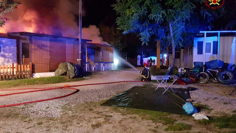 Subito It Casette Campeggio.Incendio A Jesolo Campeggio Bosco Pineta Oggi 11 Luglio 2016