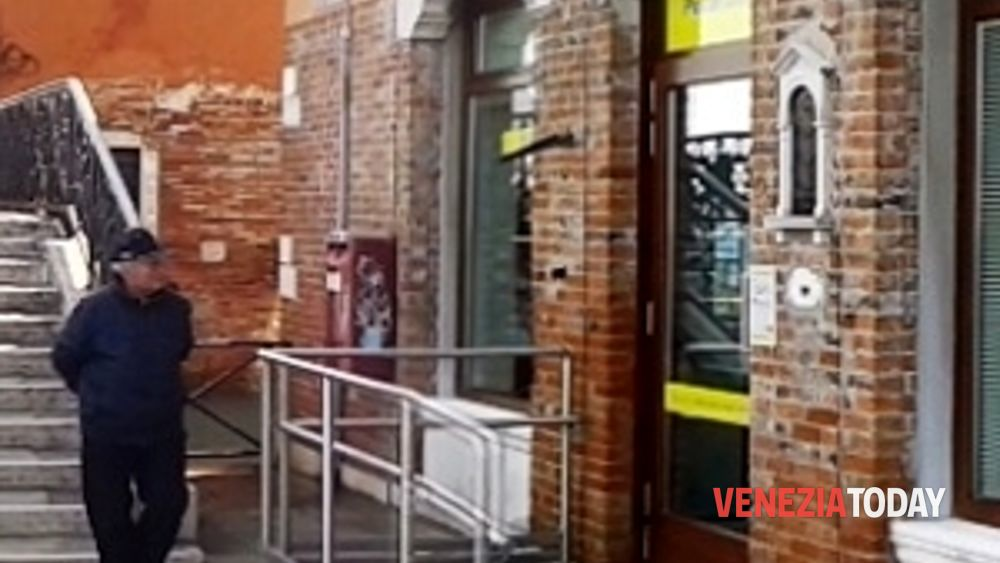 Ufficio Postale Di Jesolo Jesolo Ve : Giudecca riaperto lufficio postale spazi più confortevoli