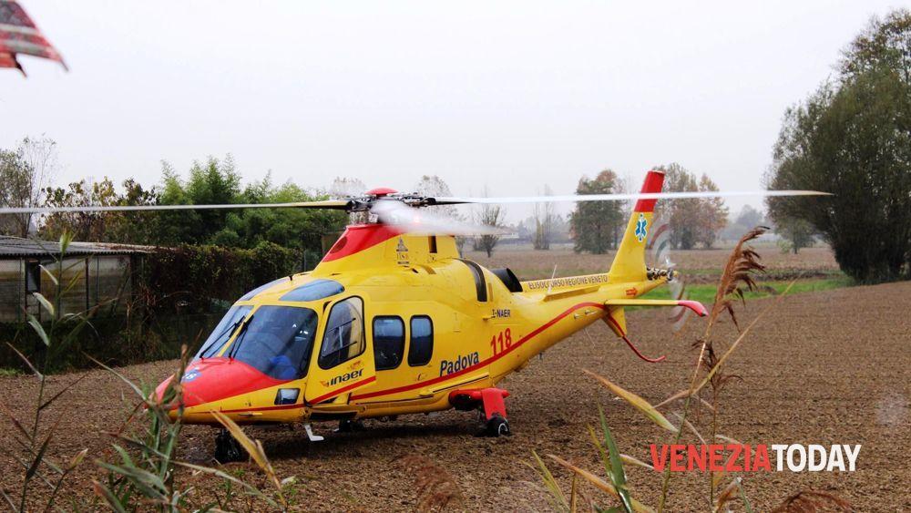 Elicottero Bologna Oggi : Incidente trattore in un canale cavarzere oggi aprile
