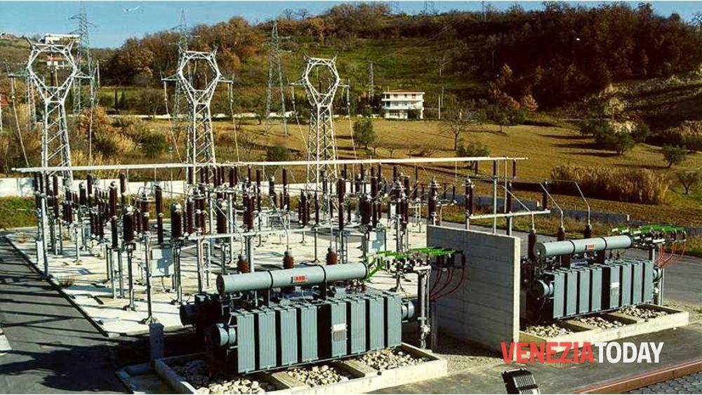 Cali di corrente elettrica centralino dei vigili del for Piani di cabina della torre di fuoco