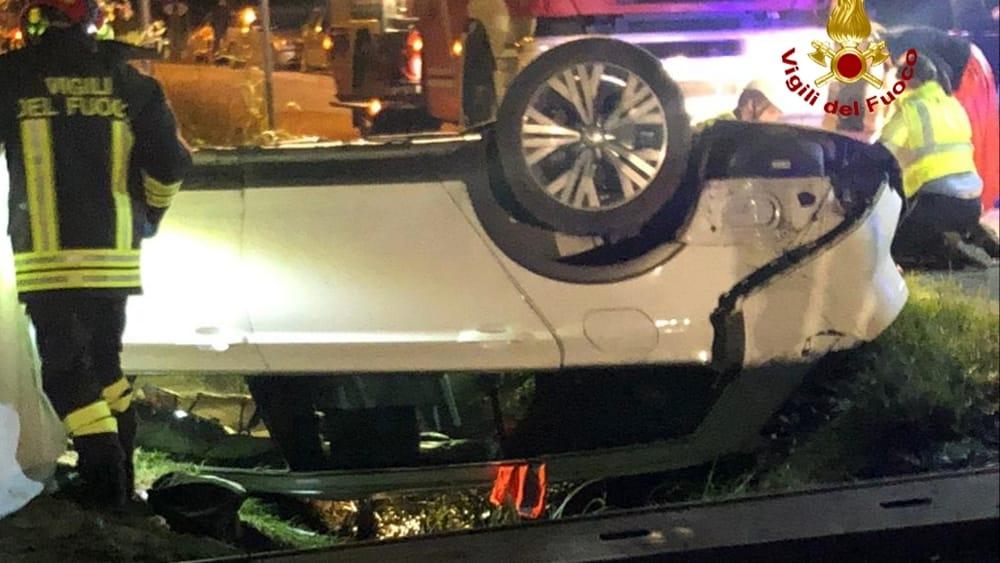 Auto in fosso: morto un 38enne, una donna estratta viva - VeneziaToday