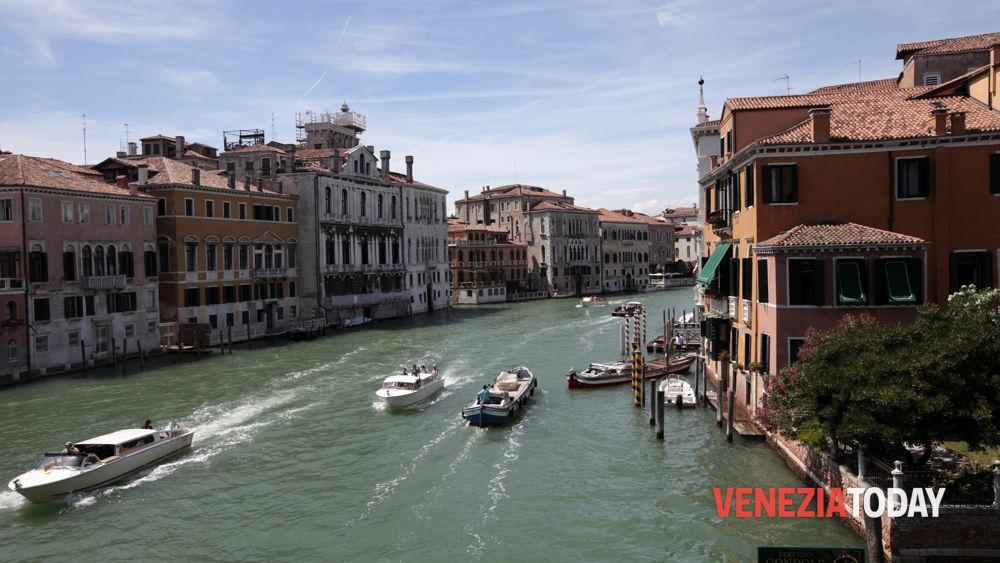 Ufficio Per Targhe Barche Venezia : Nuove norme navigazione kayak gondole canal grande venezia