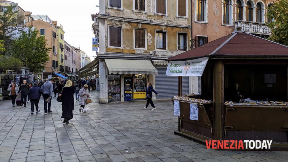 Dolce di San Martino e tortine in campo Santi Apostoli con i volontari di Avapo - VeneziaToday